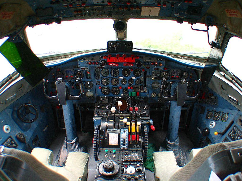 """国産旅客機YS-11(JA8734)コックピット壁紙写真/飛行機・航空機の無料写真素材"""""""