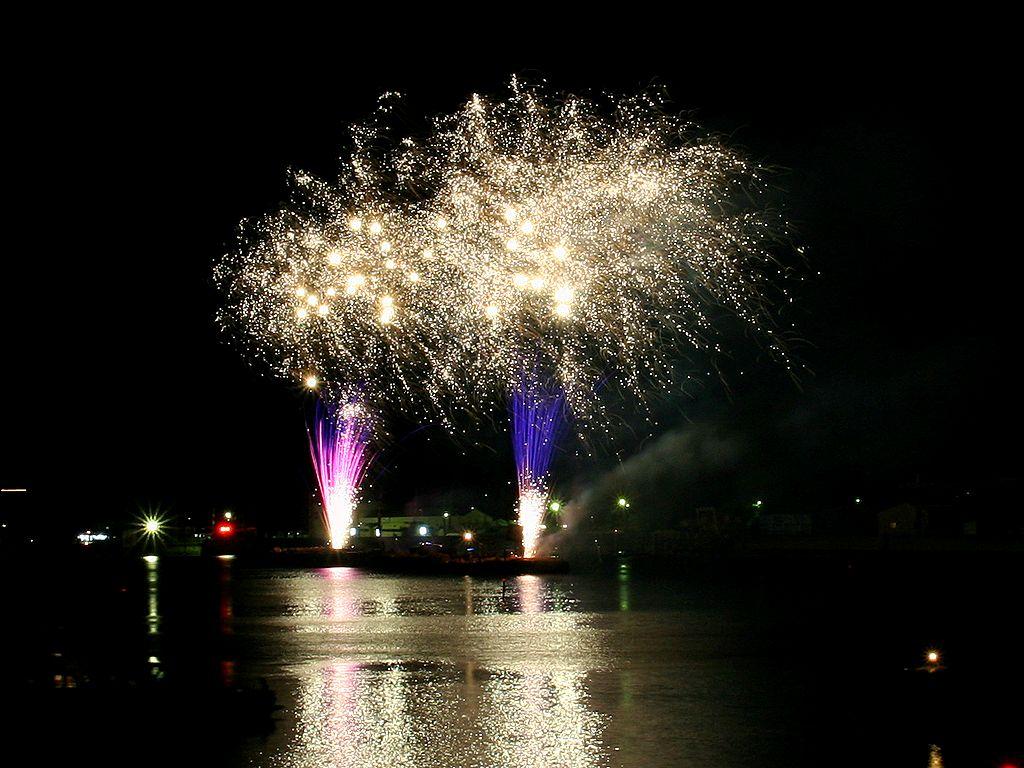 花火大会・花火の無料壁紙写真/夏祭り花火大会の風景写真無料写真素材
