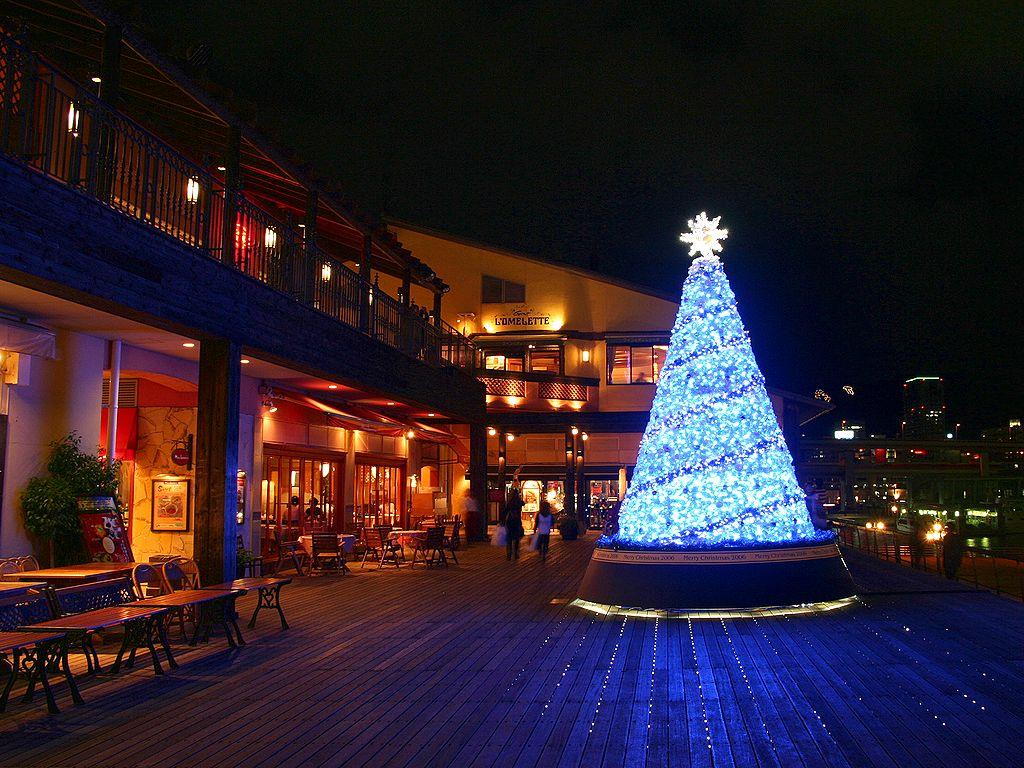 イルミネーションの壁紙/クリスマスツリー/クリスマスイルミネーション無料写真素材