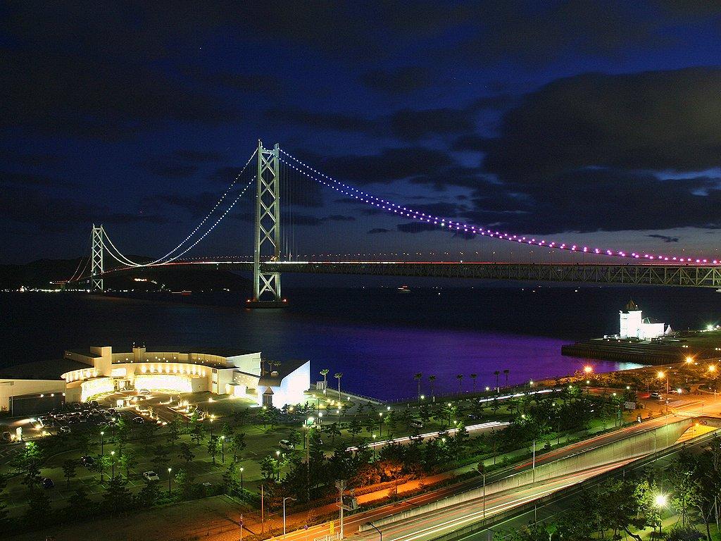 アジュール舞子・ホテルペルーラと明石海峡大橋のライトアップの無料壁紙写真/無料写真素材
