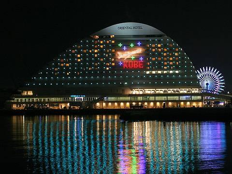 神戸空港開港記念ライトアップ・神戸メリケンパークオリエンタルホテルの飛行機のライトアップ