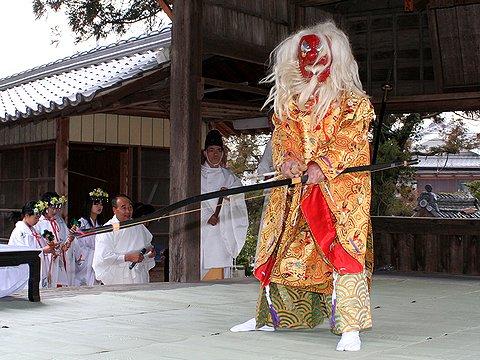 猿田彦の天地・四方払い/御坂神社の御弓神事