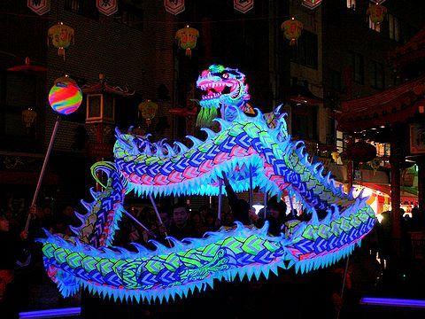 南京町春節祭の夜光龍舞・獅子舞/神戸市