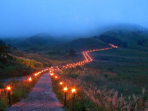 ススキの名所・砥峰高原の観月会(2004年)