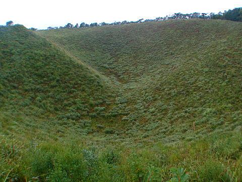 ススキの名所として知られる神鍋山の火口・神鍋高原のススキ