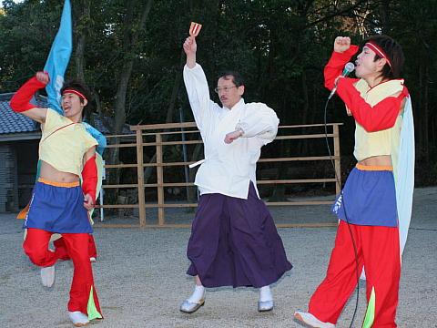 西宮・広田神社の初詣と新春行事よさこい鳴子踊りの奉納「颯爽JAPAN」