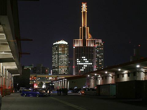 神戸空港開港記念ライトアップ・神戸関電ビルの飛行機のライトアップ