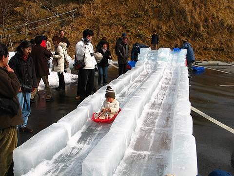 氷のすべり台 六甲山氷の祭典