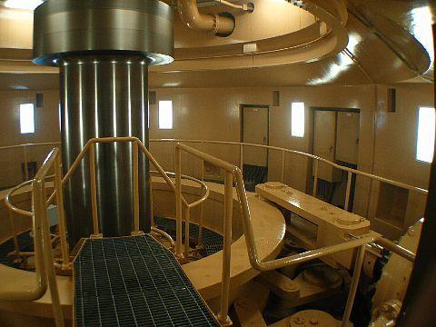 エル・ビレッジおおかわち・関西電力大河内地下発電所 地下3階・大河内地下発電所発電電動機の回転軸