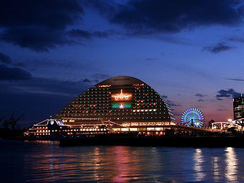神戸メリケンパークオリエンタルホテル・神戸空港開港1周年記念壁面イルミネーション/神戸市