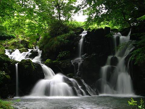 稲葉川にかかる俵滝・神鍋高原