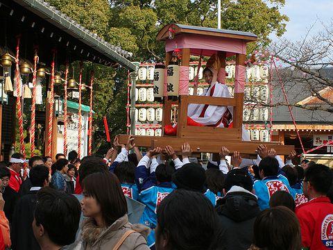 初ゑびす祭・宝恵駕籠に乗った福娘/姫路市のえびす祭