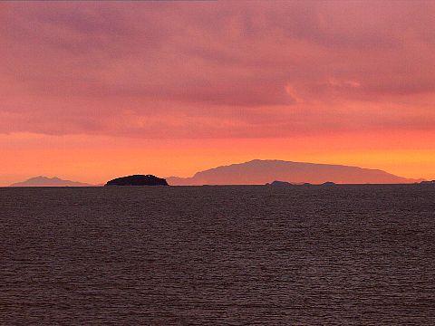 秋の夕焼け空と夕日・瀬戸内海の夕焼け空・海に沈む夕日☆瀬戸内海の島々 家島群島・小豆島