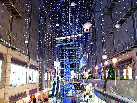 神戸ハーバーランド・キャナルガーデンの高さ22メートルのツリー