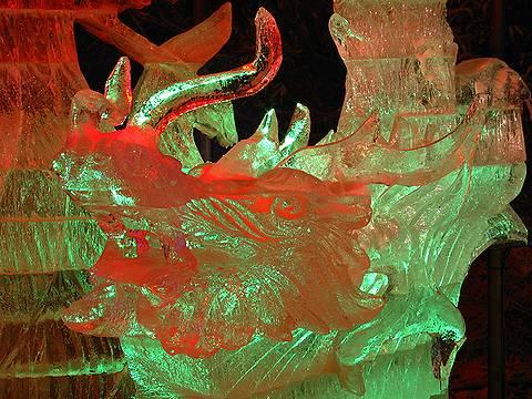 氷の彫刻のライトアップ 六甲山氷の祭典