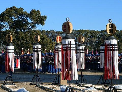 姫路市消防団はしご乗りの纏(まとい)・姫路市消防出初式