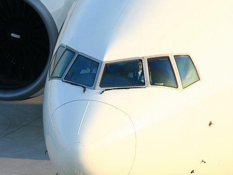 たまごっちジェットのコックピットとパイロット・神戸空港/神戸市