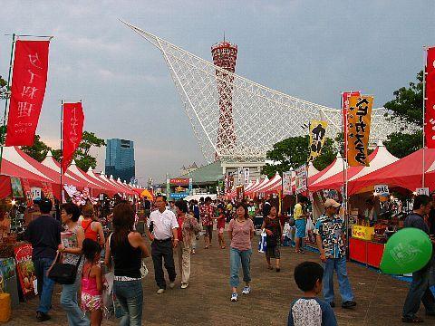 神戸の夏祭り神戸港まつり名物の国際屋台