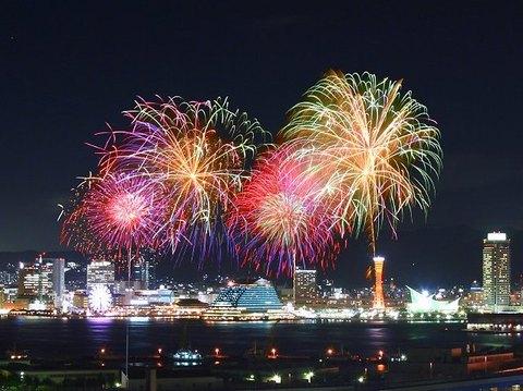 神戸花火大会・花火の写真/神戸市中央区(合成写真)
