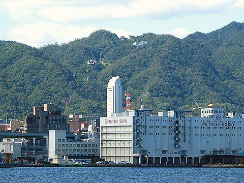 神戸港から見た布引ハーブ園/神戸市六甲山