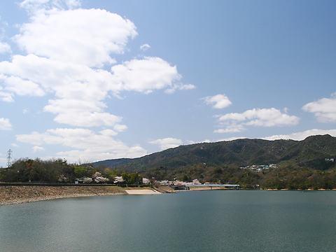 北山貯水池と六甲山の風景/西宮市
