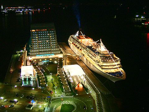 飛鳥Ⅱ/神戸港・中突堤旅客ターミナルと神戸メリケンパークオリエンタルホテル