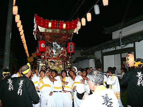 電飾に包まれた屋台の巡航と武者行列/加古川 日岡神社秋祭り