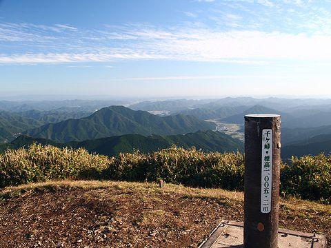千ヶ峰の山頂と南の風景