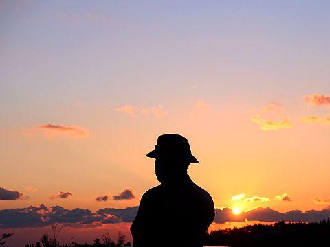 アーサー・ヘスケス・グルーム氏の銅像と六甲山の夕日/神戸市六甲山記念碑台
