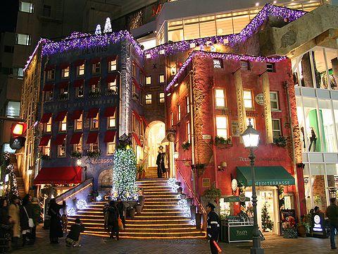 メディテラスのクリスマスイルミネーション/神戸トアロード