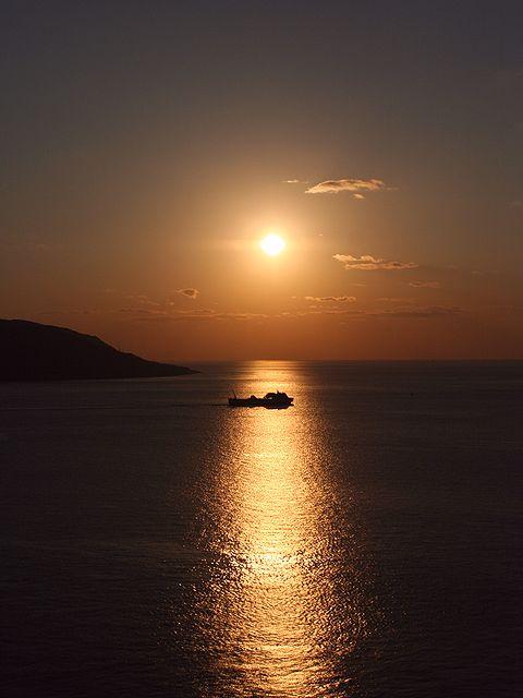 夕日とジャンボフェリー/2006年最後の瀬戸内海に沈む夕日