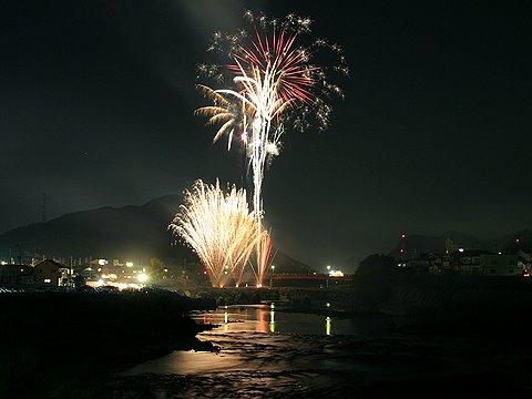 闘竜灘・花まつり鮎まつり花火大会/加東市滝野町