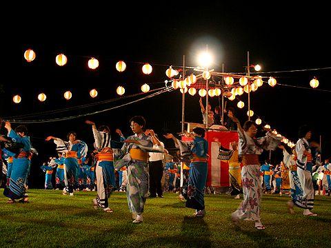 平池公園夏のフェスティバル・祭り櫓を囲んでの盆踊り