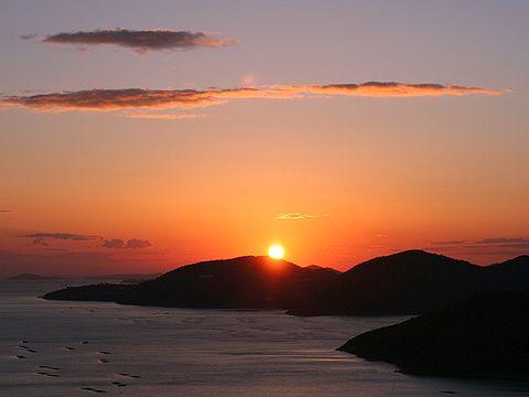 万葉の岬から見た赤穂御崎に沈む夕日/相生市
