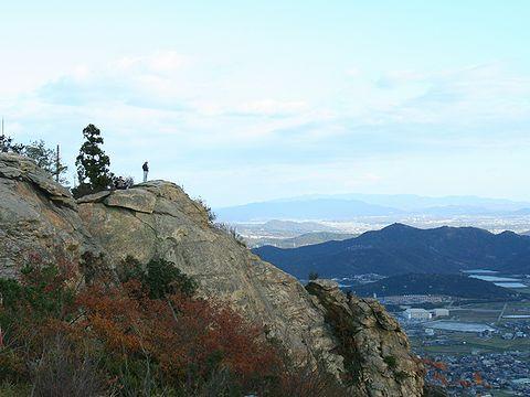 高御位山 山頂の絶壁/高砂市