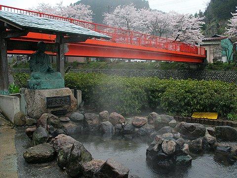 夢千代の里・湯村温泉と桜並木