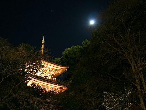 須磨寺三重塔と月/神戸市