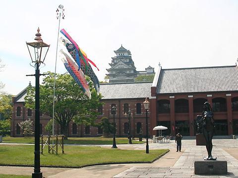 鯉のぼりと新緑の姫路城/姫路市
