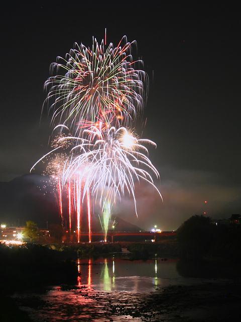 加古川闘龍灘の花火大会・滝野花祭り鮎祭り/加東市滝野町