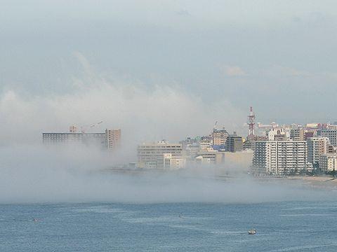 霧に沈む港街・濃霧に包み込まれる明石港周辺