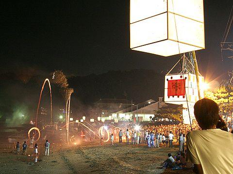 たつの市御津町の伝統行事の火祭り「火揚げ」