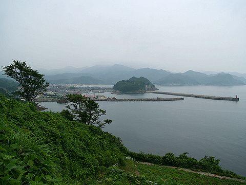 今子浦から見た香住港と岡見公園/香美町香住区・香住海岸