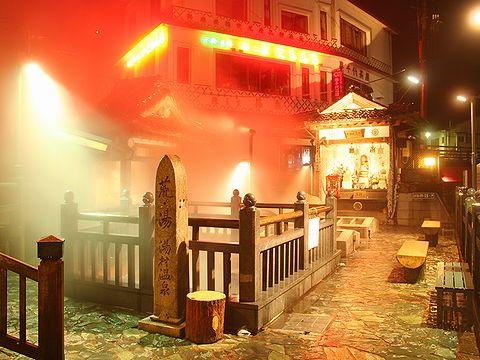 山陰の名湯「湯村温泉・荒湯」温泉街の夜景/新温泉町