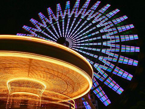 大観覧車とメリーゴーランド・モザイクガーデン街角遊園地の夜景/神戸ハーバーランド