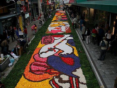 三宮東会場・三宮あじさい通りのインフォラータ神戸の花絵