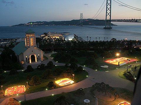 舞子ビラのチャペルと明石海峡大橋のライトアップ/インフィオラータ神戸