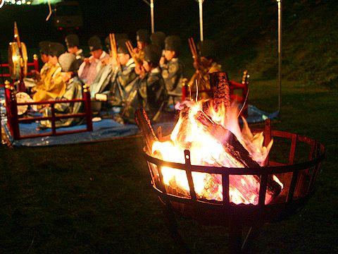 かがり火と奉納雅楽/竹田の松明祭り・火祭り