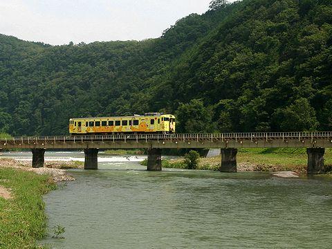 はばタン電車/JR姫新線 はばタンのラッピング電車