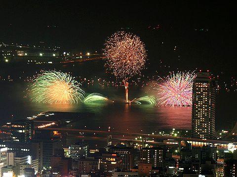 神戸花火大会と神戸メリケンパーク・神戸港の夜景/市章山(六甲山)