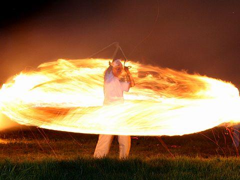 出石町・伊福部神社の愛宕火祭り「火振り」